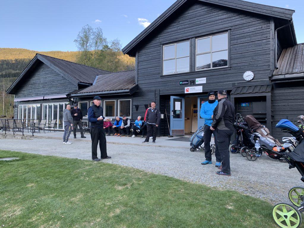 Åpnings turnering fullført, og frukost golfen er i gang!